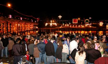 Christmas crowds on the Cane River.
